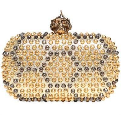 Skull Box Clutch aus Metallischem Leder mit Nieten von Alexander McQueen